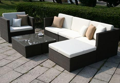 ラタンローテブルを2台組み合わせて900x900のテーブルに