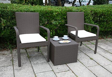 ラタンサイドテーブルキューブ/ガーデンアームチェア×2
