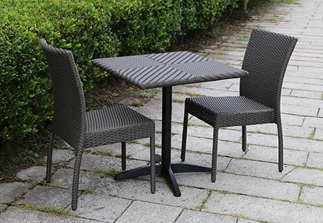 ラタンスクエアテーブル70/ガーデンチェア×2
