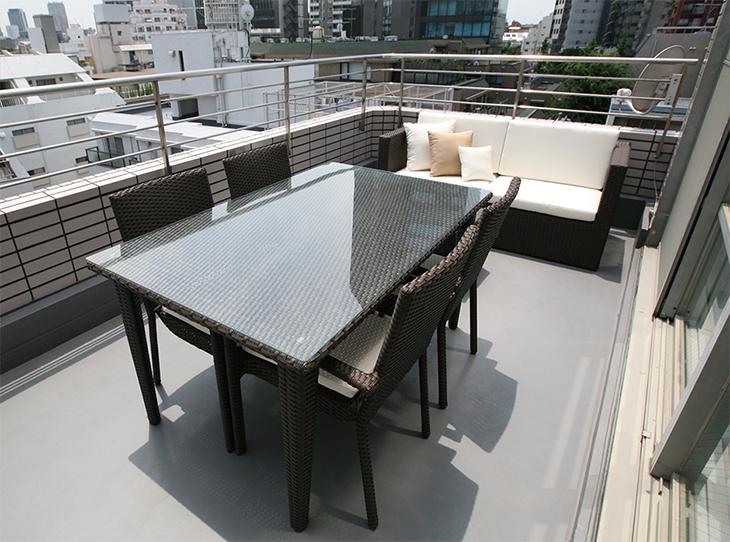 スクエアテーブル150の2台とアームチェアx4脚