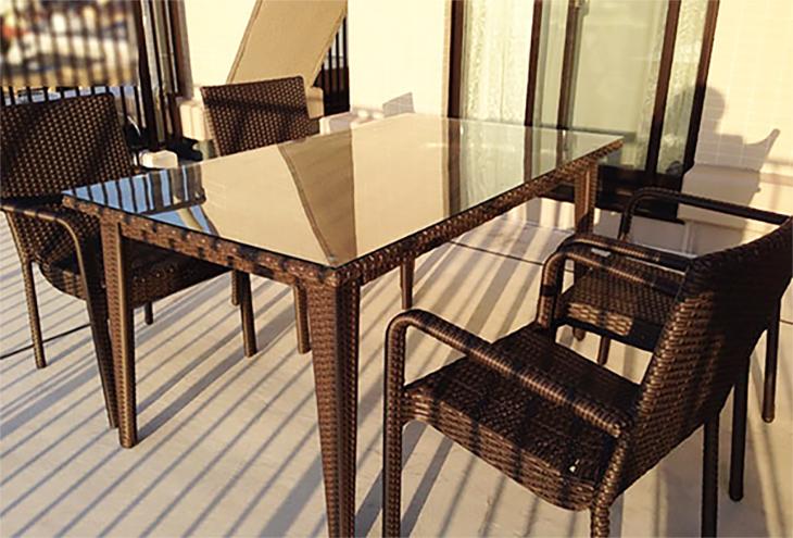 スクエアテーブル150とアームチェアx4脚